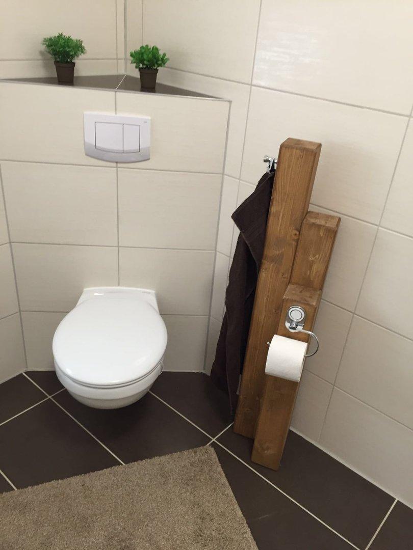 Toilettenpapierhalter mit Handtuchhalter Die Holzpferdefarm